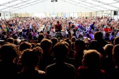 kidsconcert-vanaf-podium-richting-publiek